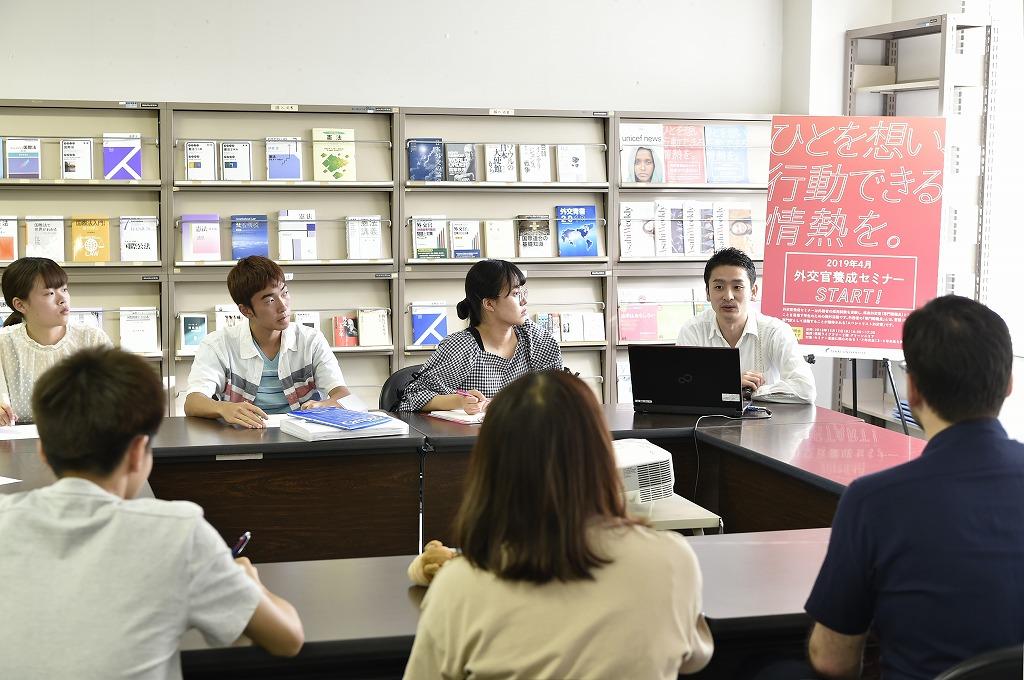 天理大学 | お知らせ|外交官養成セミナー:現役外交官による懇談会を実施